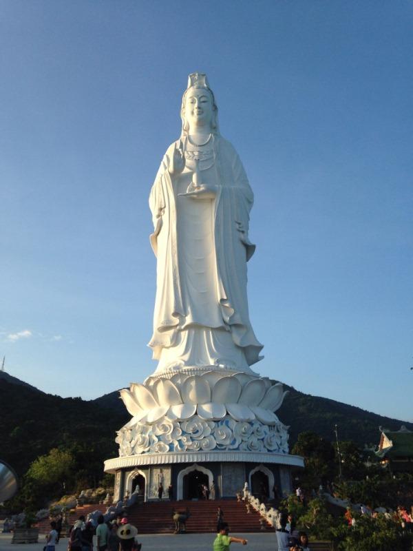 Tượng QuanÂm Bồ Tát cao 70m tại chùa LinhỨng -Đà Nẵng