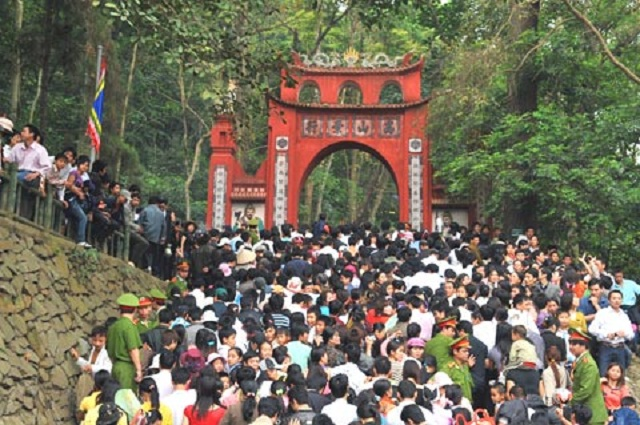 Lễ hội đền Hùng 2016, hàng nghìn người chen chân đi lễ.