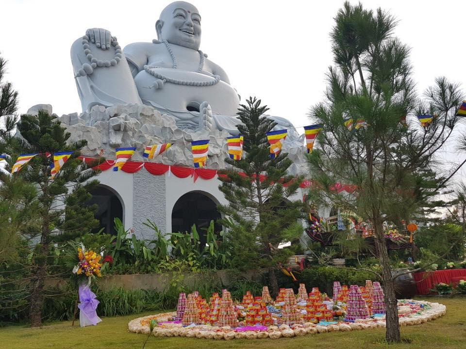 Toàn cảnh lễ yểm tâm - khánh thành tượng Phật Di lặc cao 33m tại Thiên Đức