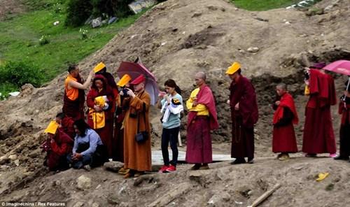 Các tục chôn cất của người Tây Tạng