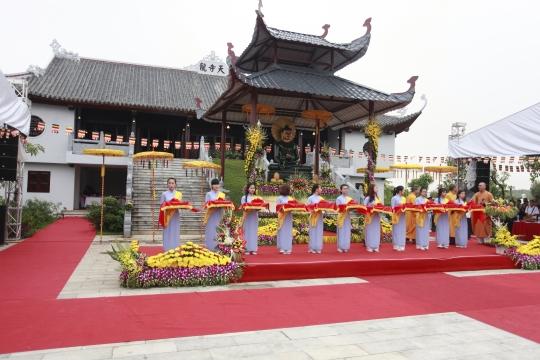 Đông đảo phật tử về chiêm bái Phật Ngọc lần cuối cùng tại Việt Nam
