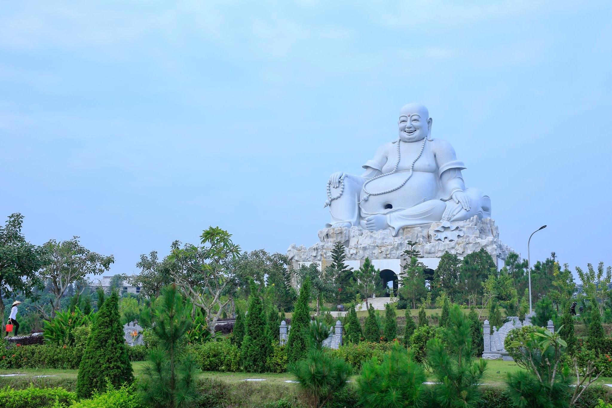Tượng Phật Di Lặc - Công viên Thiên Đức