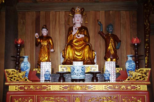 Văn khấn cúng truyền thống trong lễ Đức Thánh Trần