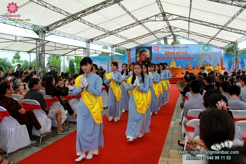 Phật tử đội mưa dự Lễ Vu Lan tại Công viên nghĩa trang đẹp như Resort tại Phú Thọ